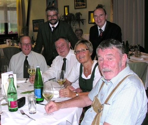 dagarser mit Garser Weidkameraden, stehend rechts der Geschäftsführer des BÖJV Mag. Rudolf Broneder